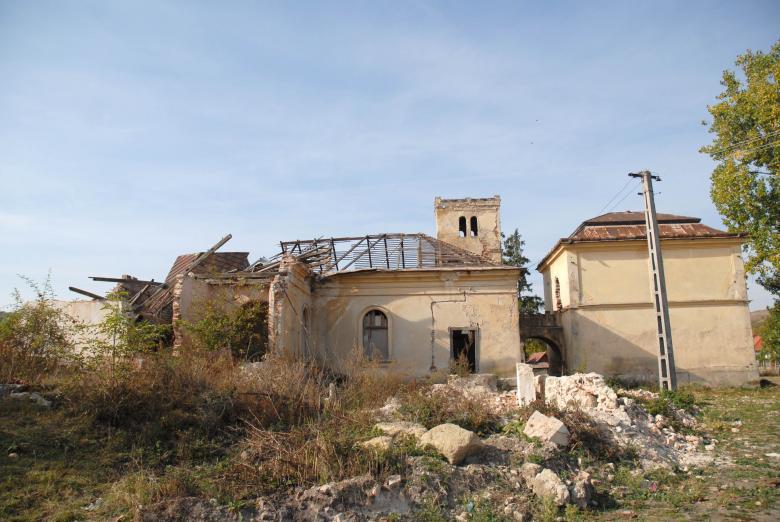 Dacă un monument a aparţinut unui criminal de război, credeţi ar trebui demolat? Cazul castelului Bay