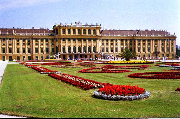 02_07_1---Schonbrunn-Palace--Vienna--Austria_web