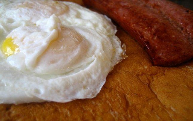 Spune-mi unde mergi şi îţi voi spune ce vei mânca la micul dejun: topul celor mai neobişnuite mic dejunuri din lume