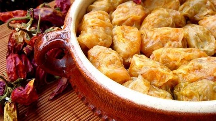 Ce mâncăruri nu trebuie să ratezi în lume! România a intrat în top cu sarmalele.