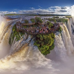 igauzu-falls-on-the-border-of-argentina-and-brazil-is-considered-one-of-the-seven-new-wonders-of-the-world