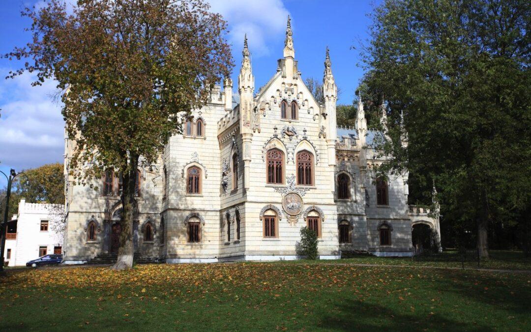 Istoria unui minunat castel prădat de soldaţii sovietici, dar și de localnici