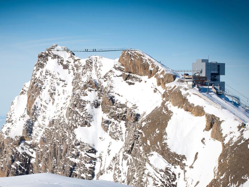 Primul pod din lume care leagă două vârfuri muntoase, pentru iubitorii de aventuri extreme