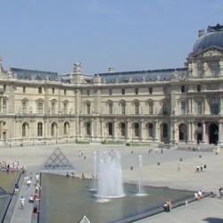 Muzeul_Luvru_Paris_0