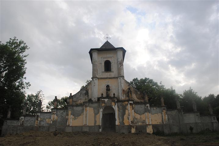 Legenda unei biserici româneşti unice în lume: jumătate ortodoxă, jumătate catolică