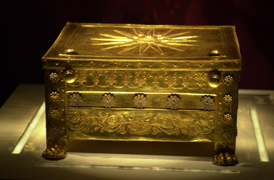 Cui aparține controversatul mormânt antic de la Vergina din Grecia – tatălui sau fratelui lui Alexandru cel Mare?