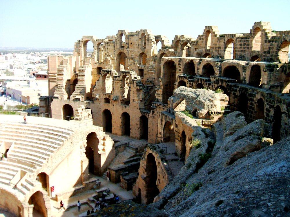 Descoperire arheologică – unde se află o replică a Colosseum-ului