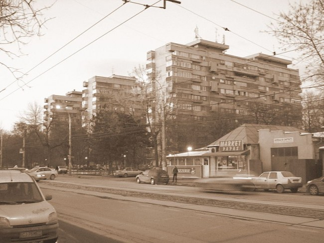 800px-Blocks_of_flats_in_Bucurestii_Noi,_Bucharest,_Romania