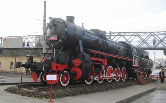Locomotiva cu aburi care a tractat echipament de luptă germană în al Doilea Război Mondial, expusă la Timişoara