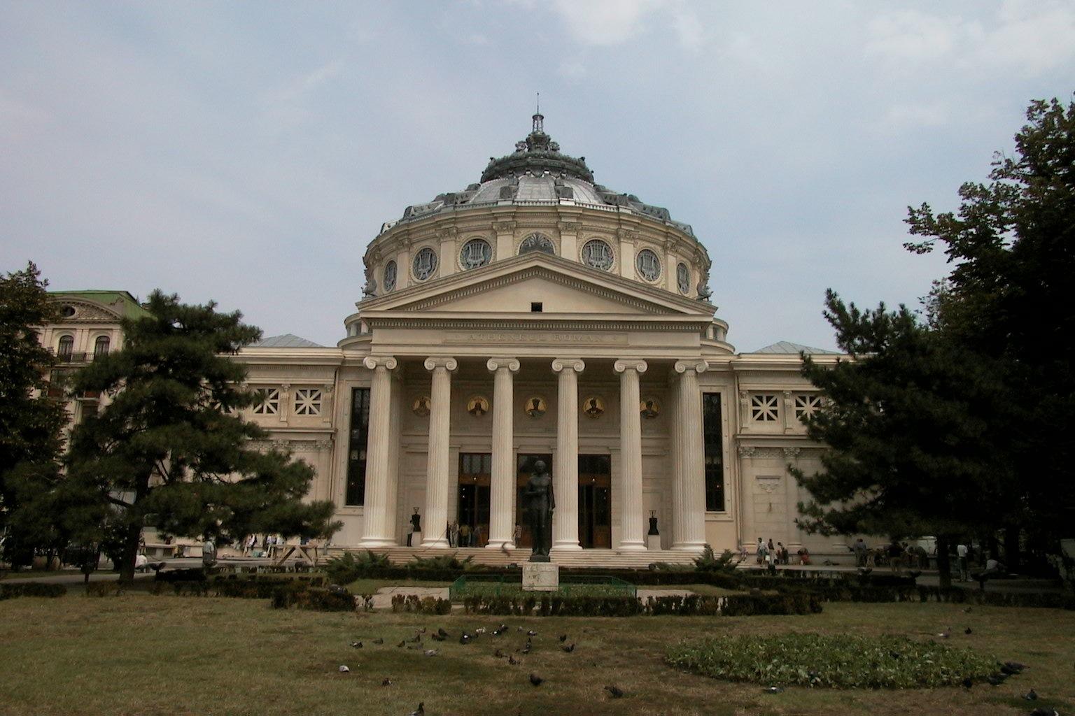 Parcul Ateneului sau cea mai rămas din Grădina Episcopiei – cel mai vechi parc din București