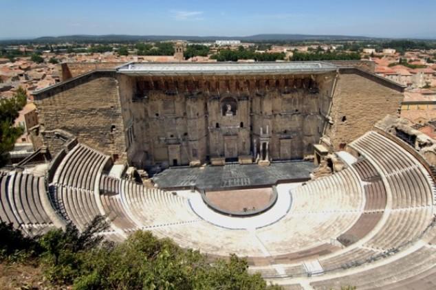 Teatrul roman din Orange, cel mai bine păstrat monument roman de acest fel din Europa