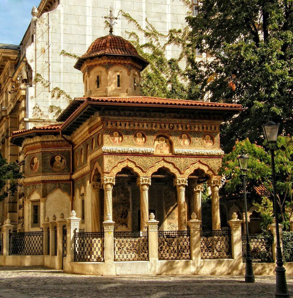 Biserica Stavropoleos, una dintre cele mai reprezentative edificii ale stilului brâncovenesc