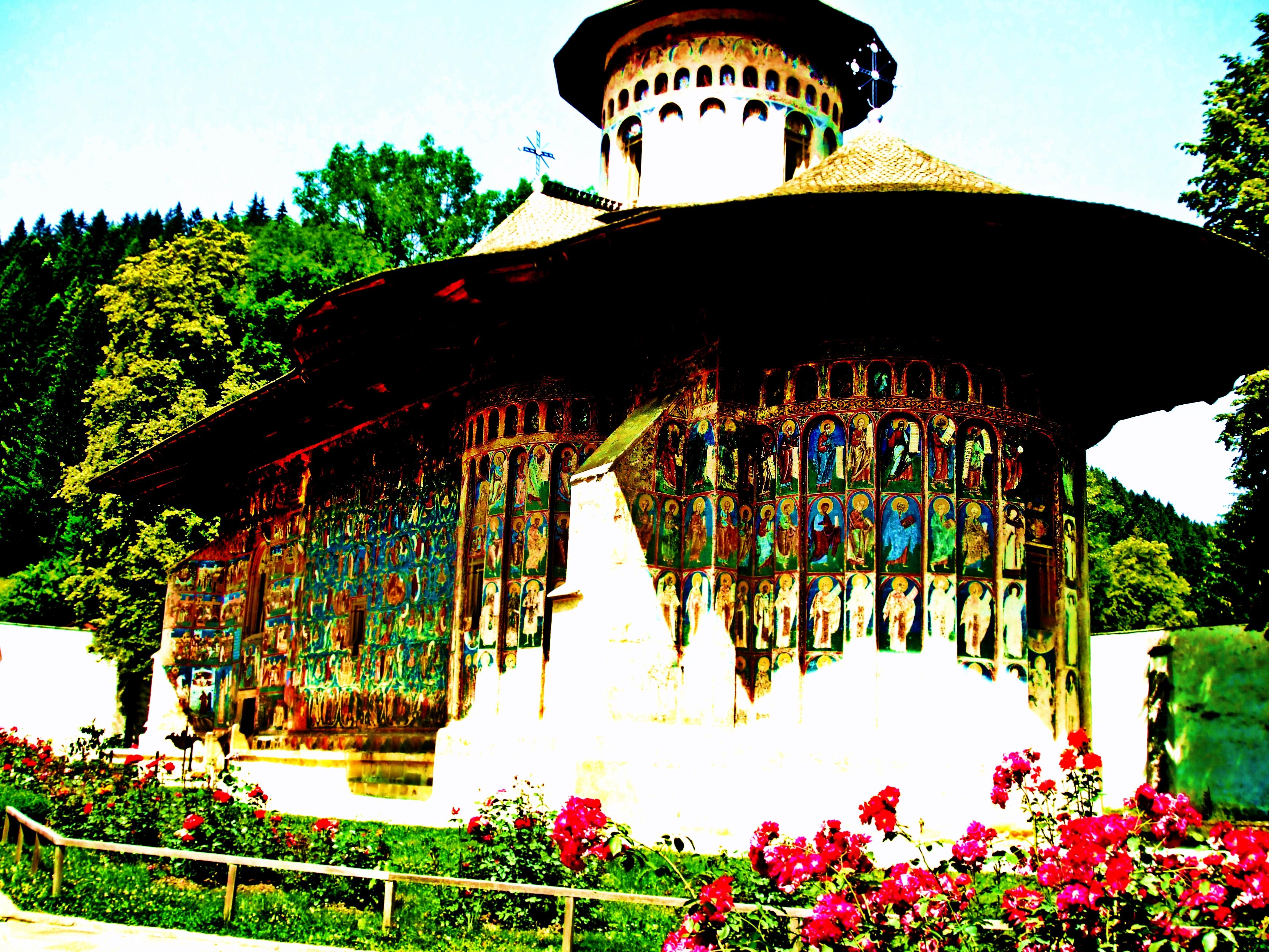 Mănăstirea Voroneț – un loc în care tainele cerului întâlnesc tăcerile pământului