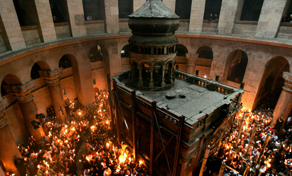 "More than ten thousand Orthodox Christians gather in the Church of the Holy Sepulchre in Jerusalem's Old City 22 April 2006 during the Orthodox Easter ceremony of the 'Holy Fire"". The ceremony celebrated in the same way for 11 centuries, is marked by the appearance of 'sacred fire' in the two cavities on either side of the Holy Sepulchre. The Holy Sepulchre in Jerusalem is the site of the final resting place of Jesus Christ, according to Christian tradition. AFP PHOTO/GALI TIBBON"