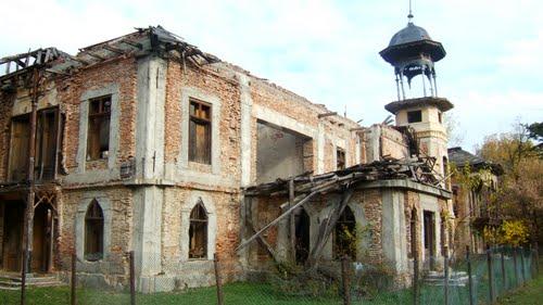 Trista poveste a conacului Callimachi-Văcăreşti, copia Palatului Peleş