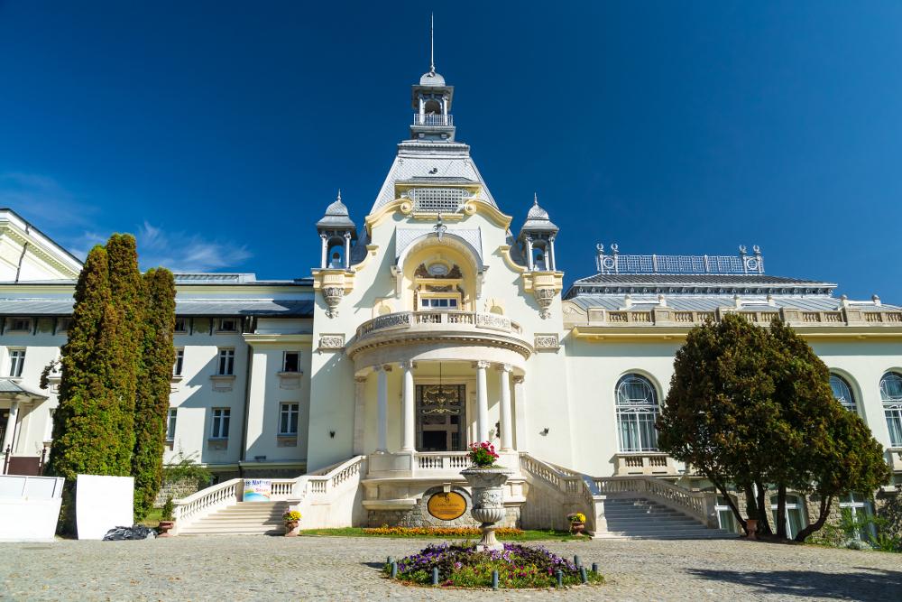 Cazinoul din Sinaia – simbolul staţiunii cu o istorie de peste un secol