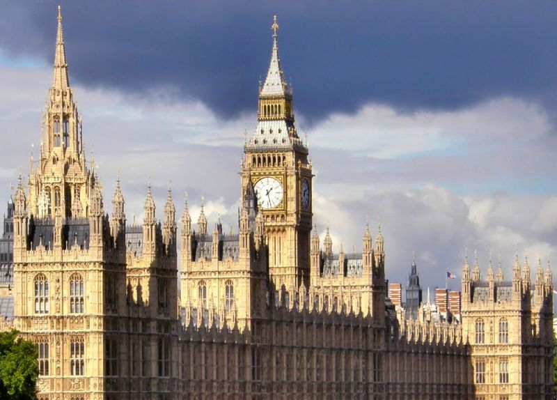 Palatul Westminster – principala reşedinţă a monarhilor Angliei medievale și unul dintre cele mai importante obiecte turistice din Londra