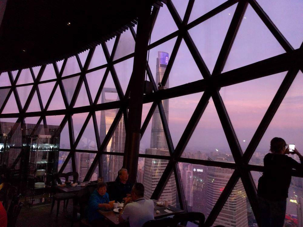 Oriental Pearl Tower din Shanghai, vedere de sus