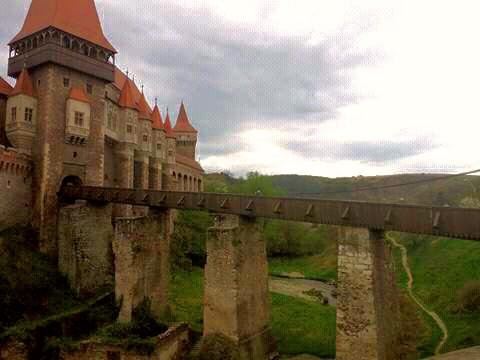 """Castelul Corvinilor din Hunedoara, printre cele """"10 castele de poveste"""" din lume"""