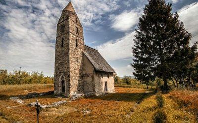 Comorile murale din bisericile medievale riscă să fie distruse