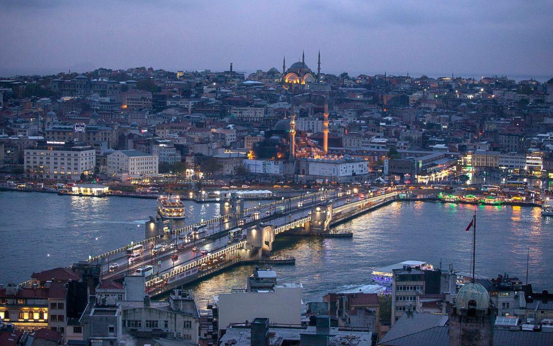 Cele mai populare destinaţii de vacanţă din lume. Care este cea mai puţin costisitoare lună în care să le vizitaţi