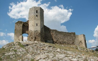 Enisala, cândva pe ţărmul Mării Negre, azi o cetate în mijlocul câmpiei