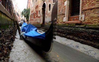 Canalele din Veneţia au secat: imagini dezolante cu gondolele rămase blocate în nămol