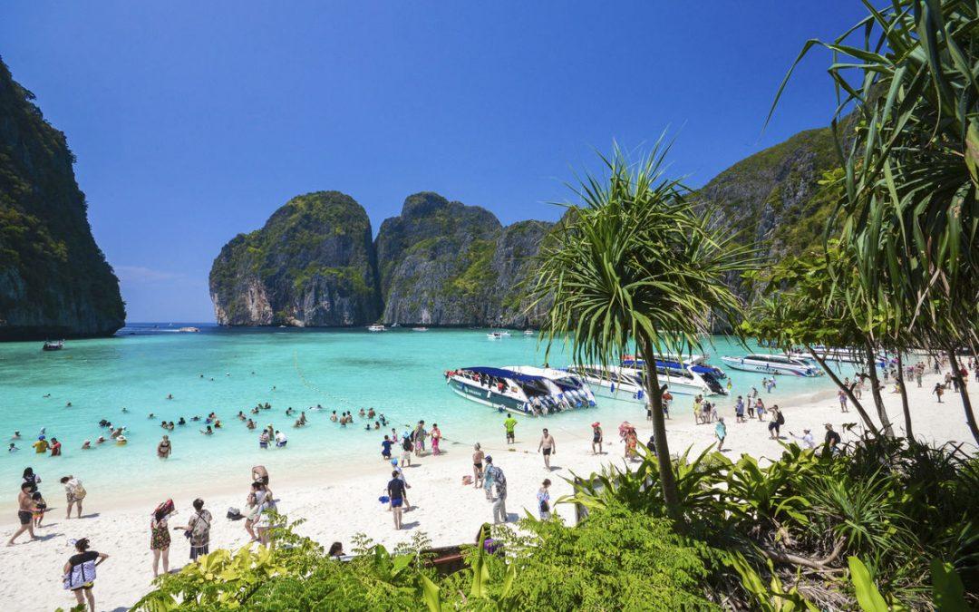 Plaja făcută celebră de Leonardo DiCaprio, închisă din cauza turiştilor