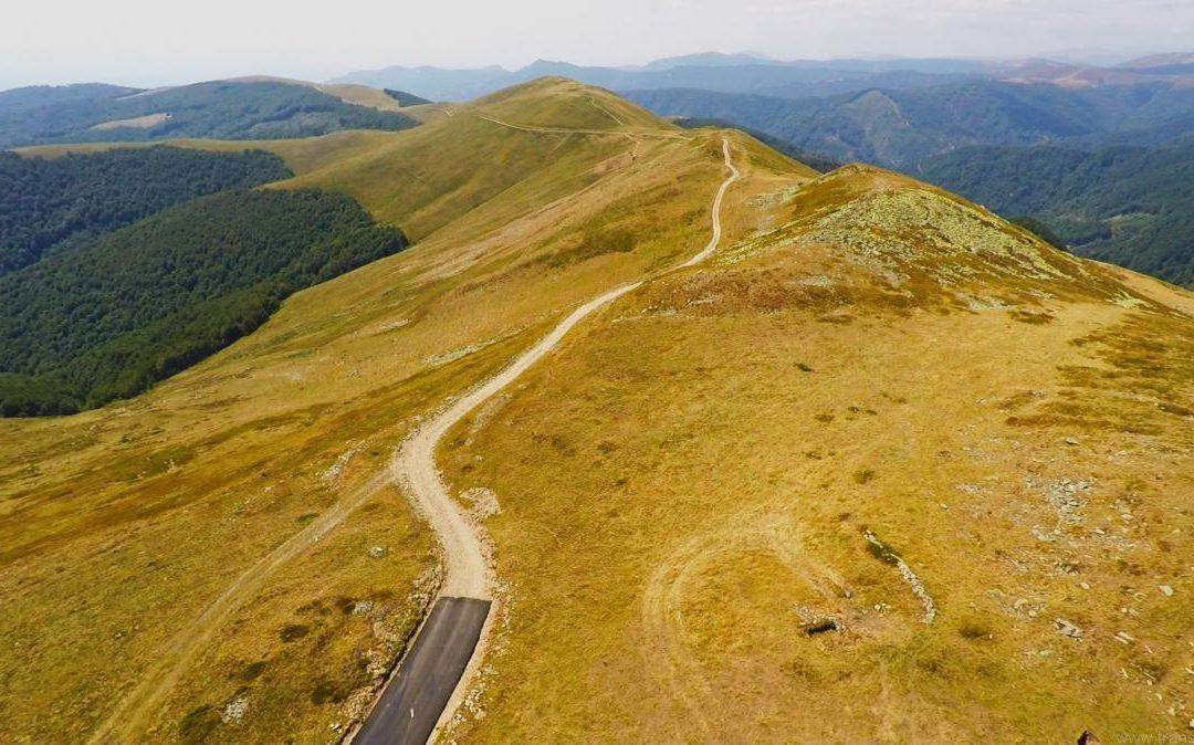 """Noua """"Transalpina"""" sau proiectul """"Transvâlcan"""" s-a blocat în vârf de munte"""
