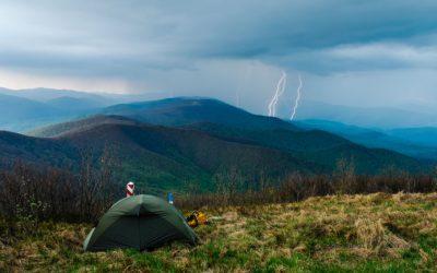 Ce pericole te pândesc și ce trebuie să faci când te surprinde o furtună pe munte