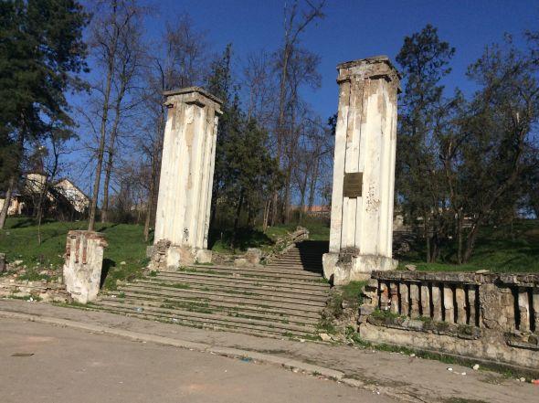 Cimitirul Eroilor Români din Chișinău, uitat de toți și plin de mizerie