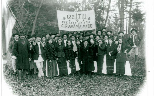 Consateni de ai fotografului in drum spre Alba Iulia 1918