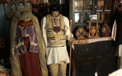 Comorile din lăzile de zestre ale bătrânilor din zona Branului, repuse în valoare