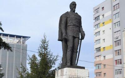 Statuia lui Cuza, abandonată şi vandalizată în Slatina