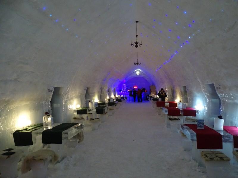 S-a deschis Hotelul de Gheaţă! Cât plătesc turiştii pentru o cameră