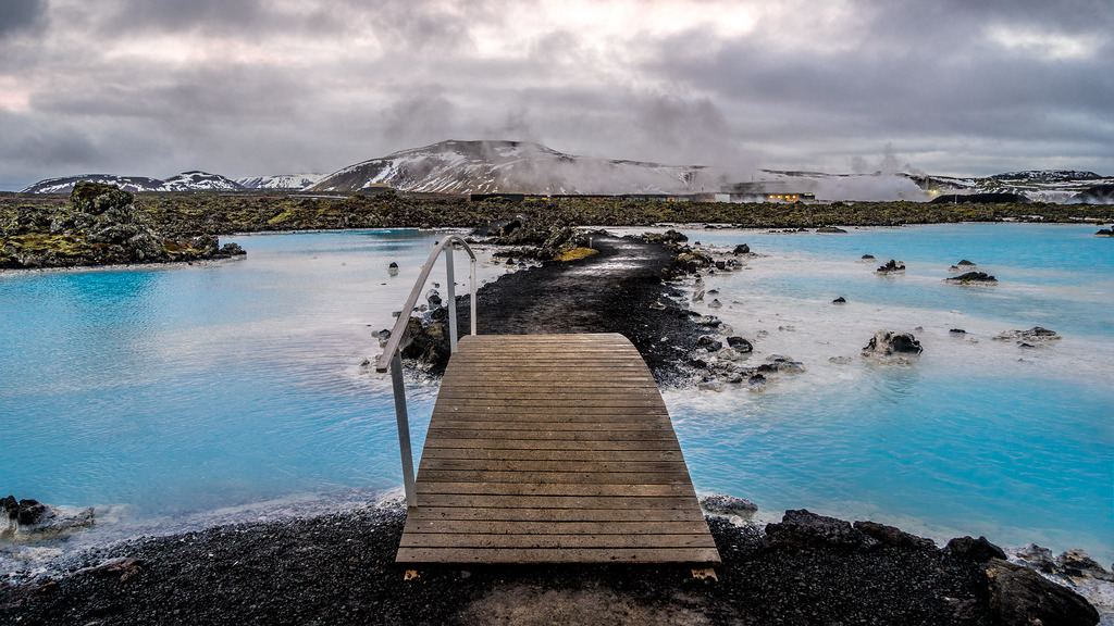 Imagini dezamăgitoare: cum arată în realitate faimoasa Lagună Albastră din Islanda