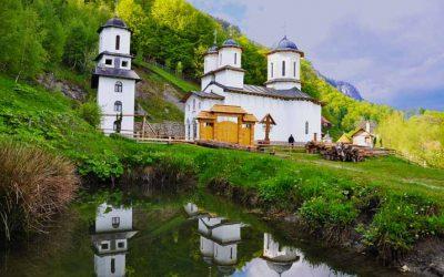Cum ajungi la unele dintre cele mai ascunse mănăstiri din România – Pahomie şi Pătrunsa