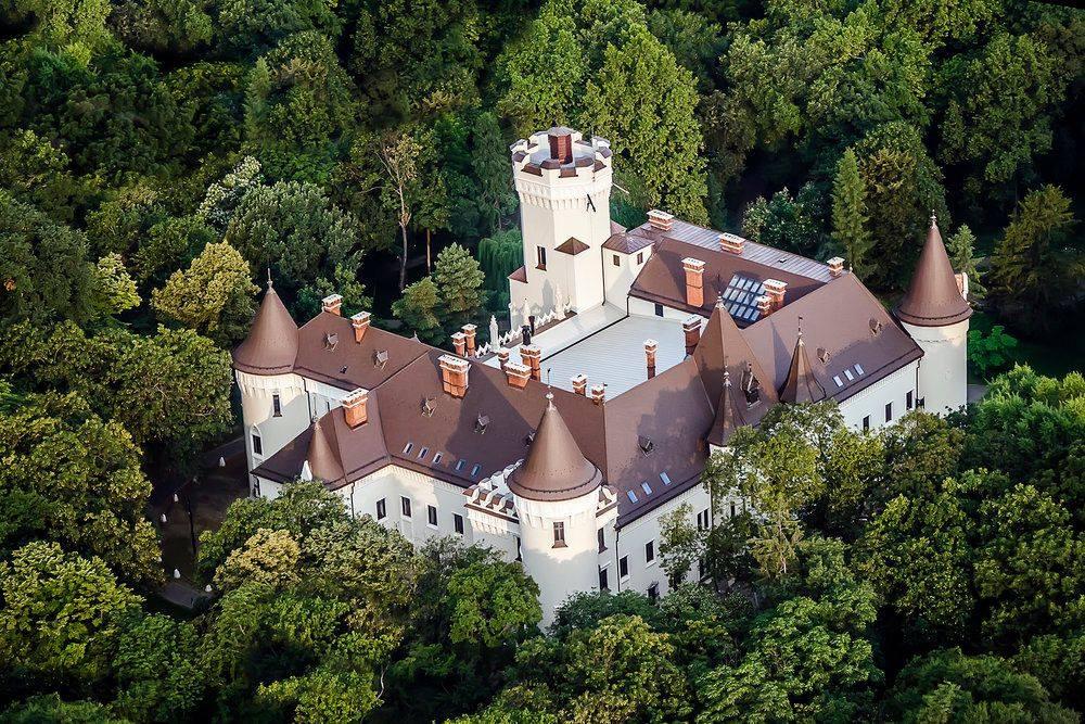 Castelul Károlyi din Carei – o istorie zbuciumată transformată într-o perlă a turismului din România