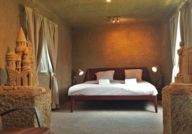 """Cele mai neobişnuite locuri de cazare din lume – """"Castelul de nisip"""" sau """"Hotelul din siloz"""""""
