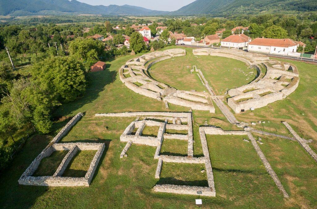 10 milioane de euro pentru reabilitarea Cetății Deva și a Amfiteatrului roman din Ulpia Traiana Sarmizegetusa