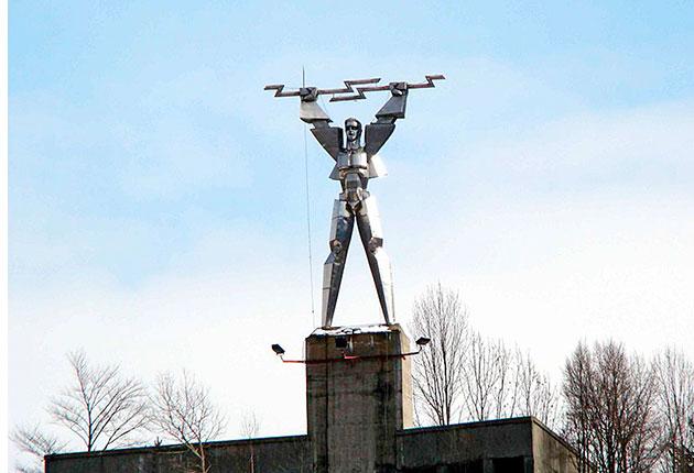 Povestea Monumentului Electricităţii de la barajul Vidraru. Cum a ajuns să fie ironizat de reporterii Lonely Planet