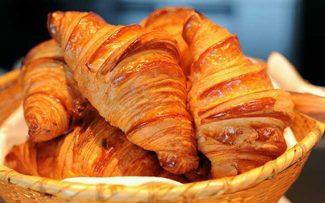 Istoria croissantului – care este legătura dintre acest desert și semiluna otomană?