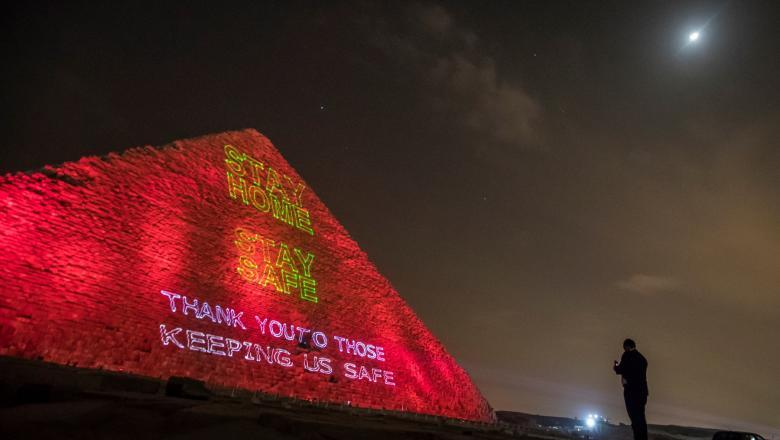 Mesajul egiptenilor, proiectat pe Marea Piramidă din Giza, dedicat luptei împotriva pandemiei