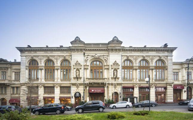 Palatul şi grădinile Bragadiru, scoase la vânzare: complexul are 120 de camere FOTO