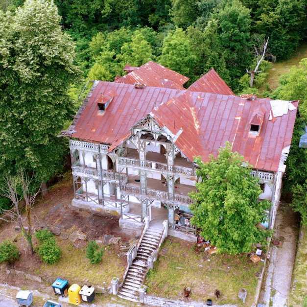 Superbele vile în ruină de la Băile Govora, vizate de o iniţiativă comunitară de salvare a patrimoniului