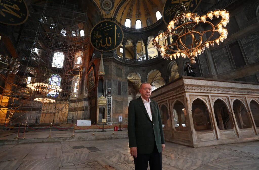 Erdogan a inspectat lucrările de reconversie a interiorului bazilicii Hagia Sofia din Istanbul