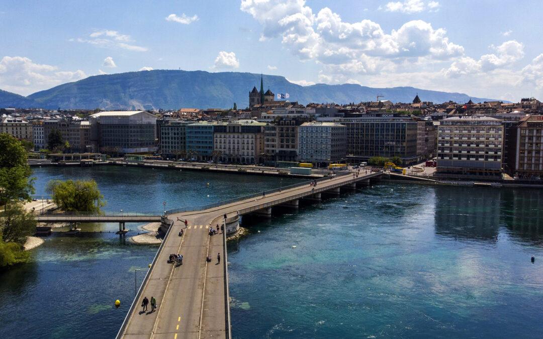 Oraşul paradis-turistic din Europa care le oferă 100 de euro turiştilor care vin să-l viziteze