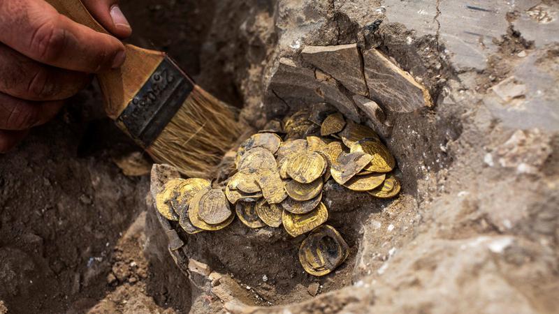 Descoperire arheologică: Sute de monede din aur ce datează din secolul al IX-lea, găsite în Israel