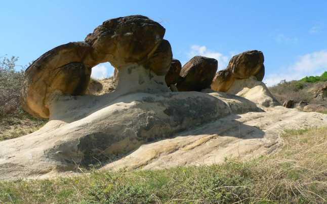 """Misterele care se ascund în spatele """"pietrelor vii"""" de la Ulmet"""