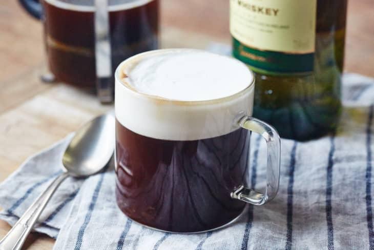 Irish Coffee – cum a apărut celebra băutură și în ce scop?